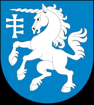 Herb gminy Serniki przedstawia w polu błękitnym srebrnego jednorożca i znak półtrzecia krzyża srebrne w prawym górnym narożniku tarczy.